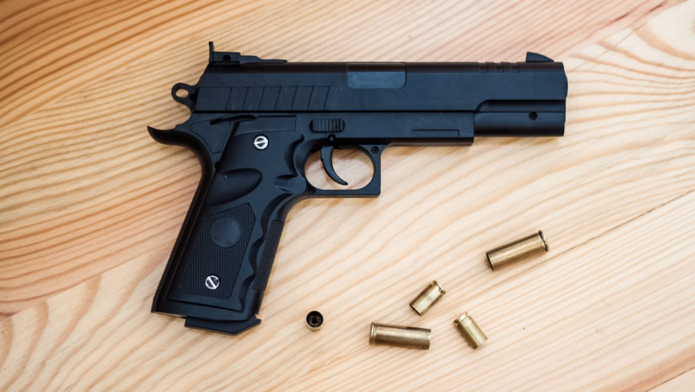 מחשד לרצח עד להרשעה בנשיאת נשק בלבד
